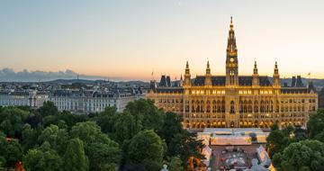 Blick Auf Ringstraße Und Rathaus© WienTourismus Christian Stemper