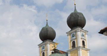 Metten Vor Dem Kloster (c) Landkreis Deggendorfendorf