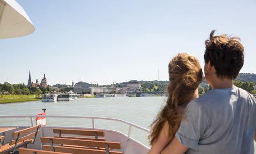 Schifffahrt Linz Donau C Tom Mesic