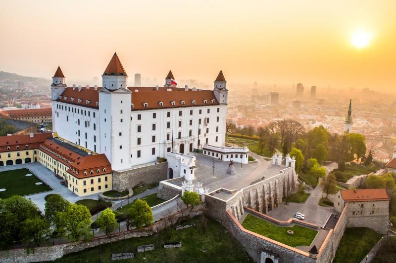 1. Bratislavaer Burg (c) MS Agency