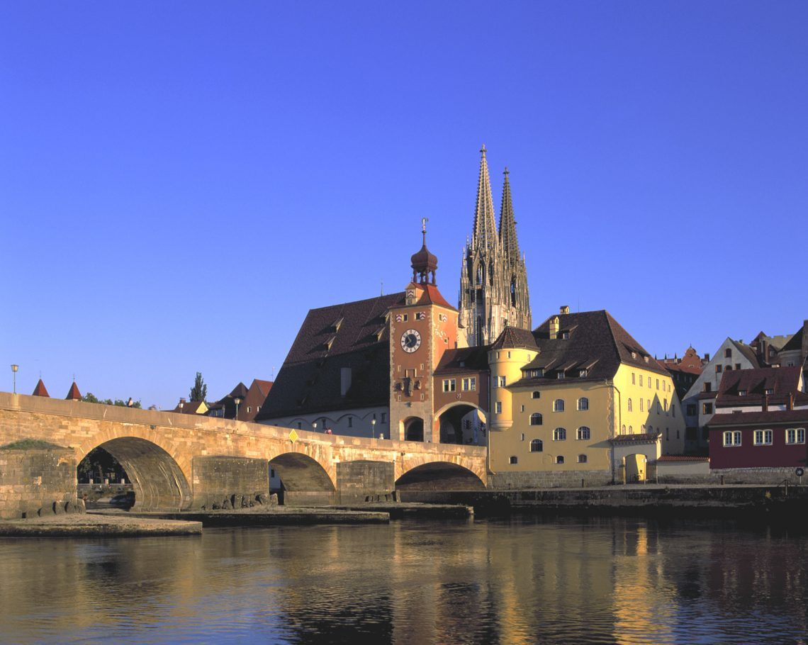 Steinerne Brücke (c) Tourismusverband Regensburg