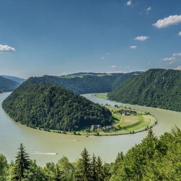 WeitwandernamDonausteig-©WGD-Donau-Oberösterreich-Tourismus-GmbHHochhauser-scaled.jpeg